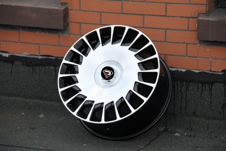 Mercedes Benz Maybach staggered alloy wheels